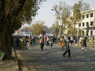 316 Pakistan Lahore - tear gas hurts