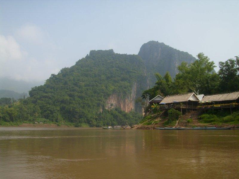 1101 Laos Luang Pra Bang - The Mekong