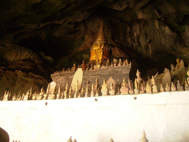 1103 Luang Pra Bang - Buddha cave