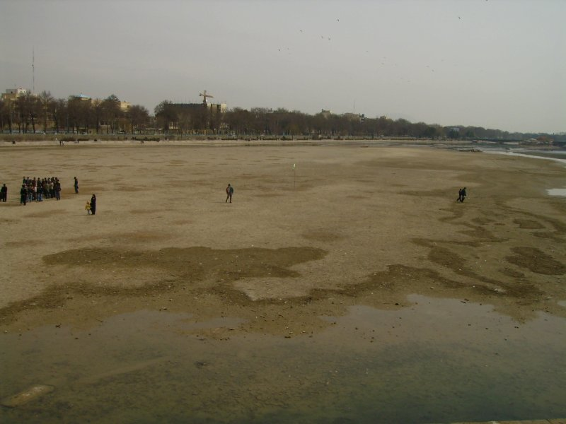 185 Iran Isfahan - Where did the river go