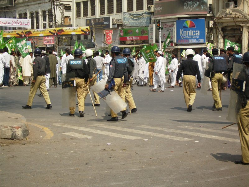 304 Pakistan Lahore - i predict a riot
