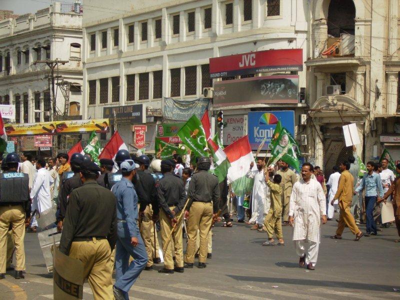 305 Pakistan Lahore - i predict a riot