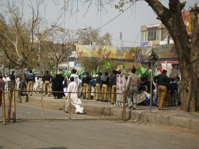 306 Pakistan Lahore - i predict a riot