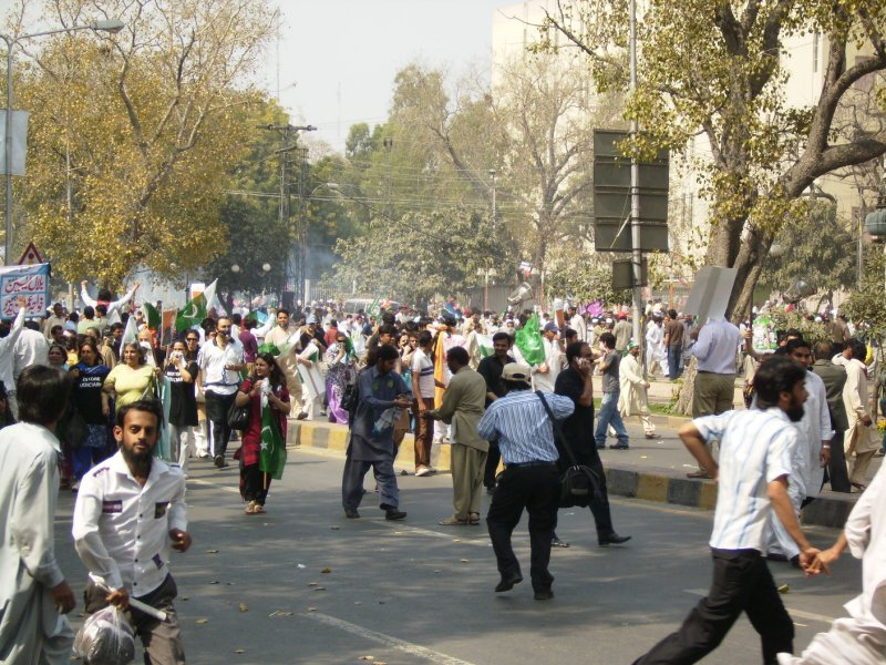 315 Pakistan Lahore -  tear gas time