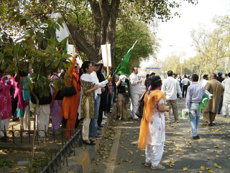 319 Pakistan Lahore - women lawyer protesters