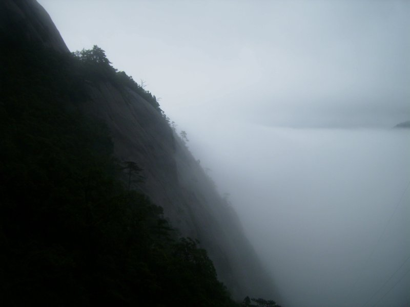743 China Huang Shan - Clouds in the valley