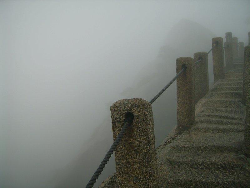 749 China Huang Shan - Crossing the ridge at heavenly peak