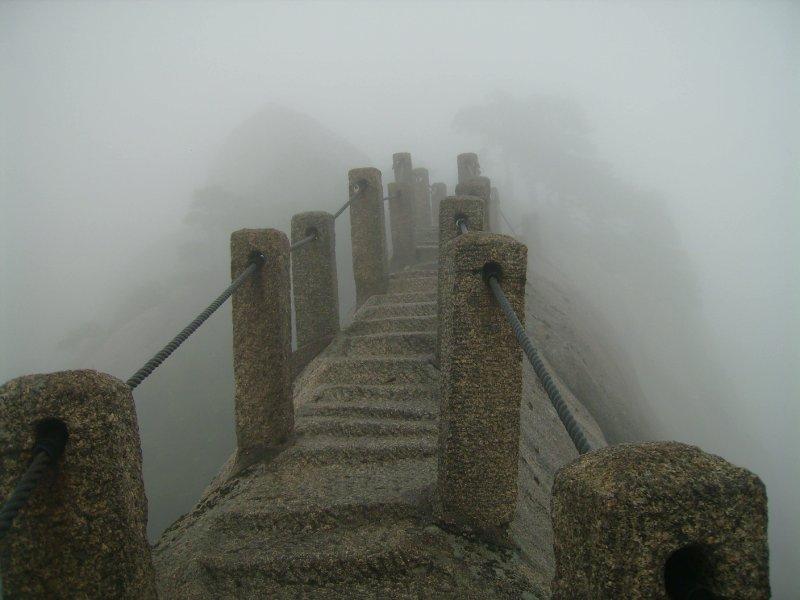 750 China Huang Shan - the ridge across to heavenly peak