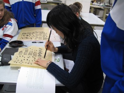 Gao Ying actually doing caligraphy