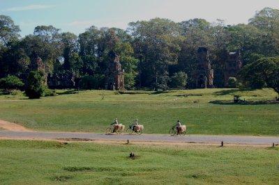 Angkor_cyclists.jpg