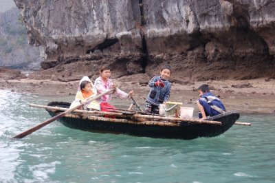 Halong_bay..ge_kids.jpg