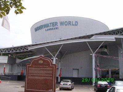 Underwater World - The largest aquarium in Malaysia
