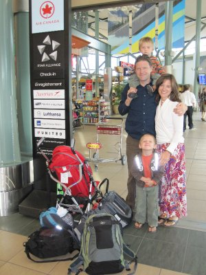 Family_at_airport.jpg