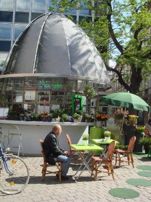 Kafee_und_Blumenstand.jpg
