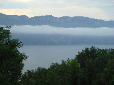 Lac_de_Bourget_matin.jpg