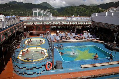 Carnival Victory's Lido stern pool