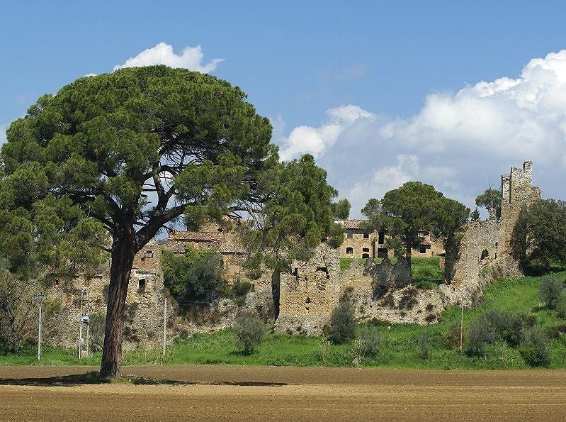 Magic old castle ruins (at Lago Trasimeno) - Italy