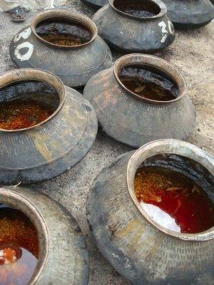 Communal cooking pots