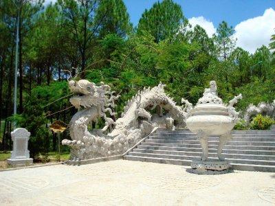 White stone dragon