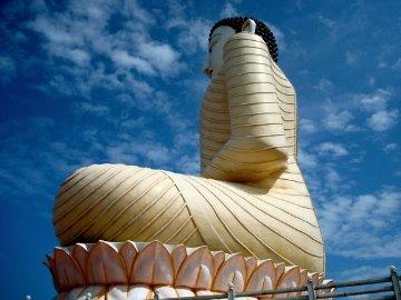 Buddha sky
