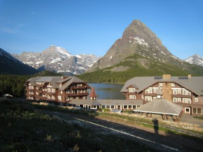 Many_Glacier_Hotel.jpg