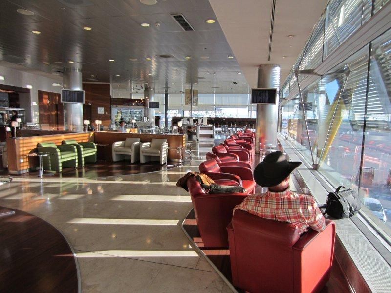 large_01_03_Iberia_Lounge.jpg