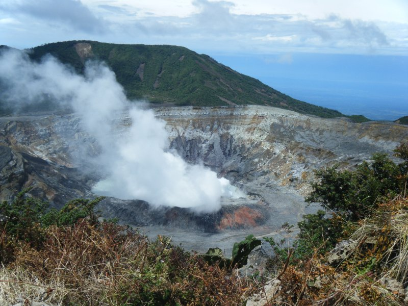 volcan poas crater