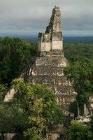 Temple_at_Tikal.jpg