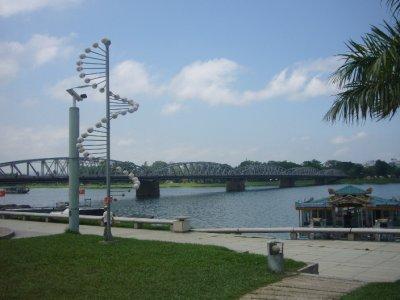 152_Trang_Tien_Bridge.jpg