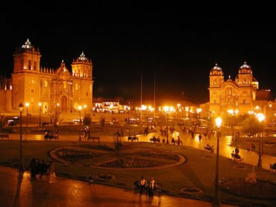 cusco-plaza-noche.jpg