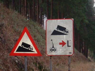 Downhill_lorry_signs.jpg