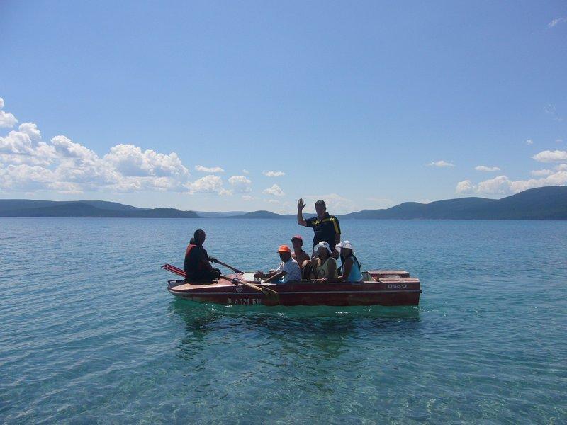 Bonda lake guest offers boat