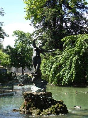 statue_in_the_garden.jpg