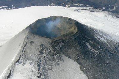 800px-Villarica_Volcano_(aerial_view)1