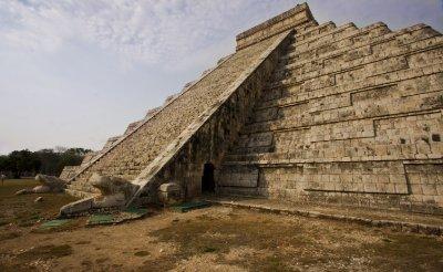 ChichenItz..Pyramid.jpg