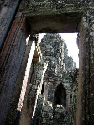 smilling Bayon looking down upon us