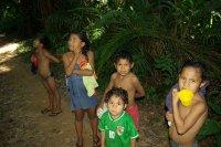 Indianske deti, ktere jsme potkali u reky, kdyz se myli