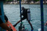 Nas instruktor Add pri skoku do more