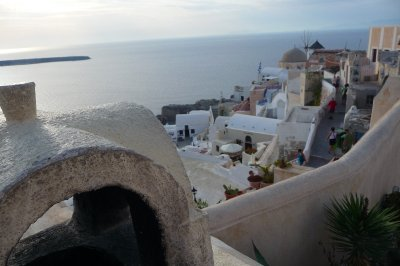 Greek_villa_in_Oia.jpg