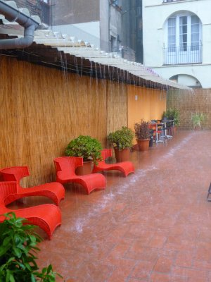 She_rains_..rcelona.jpg