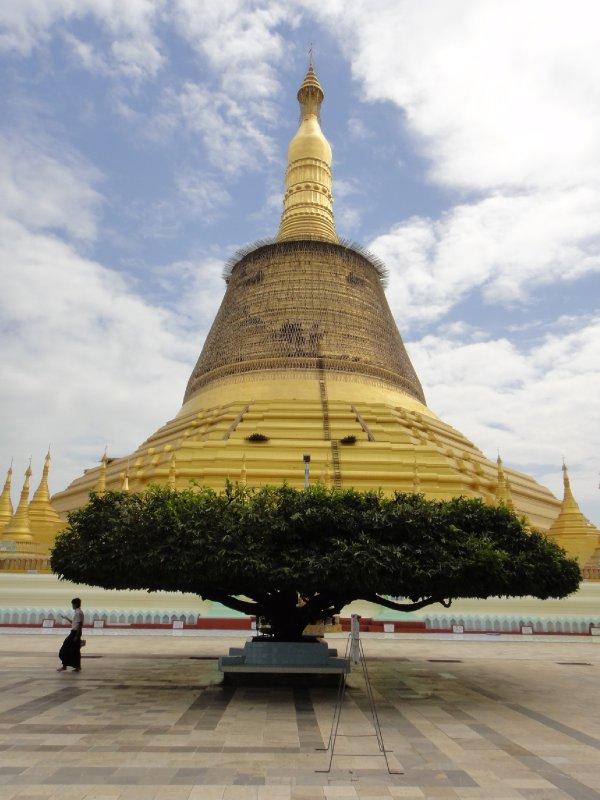 Shwemawdaw-Pagoda02