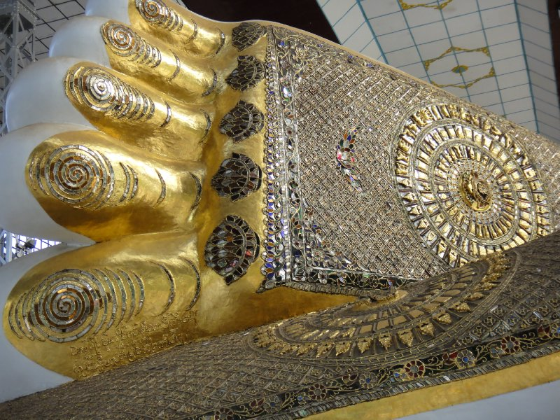 Shwethalyaung-Buddha Foot