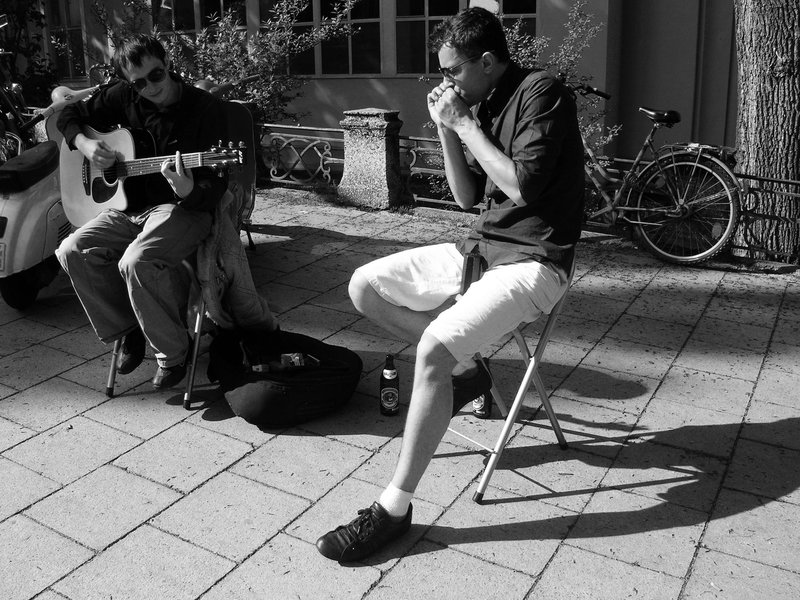 Funky street musicians in Munich's English Gardens