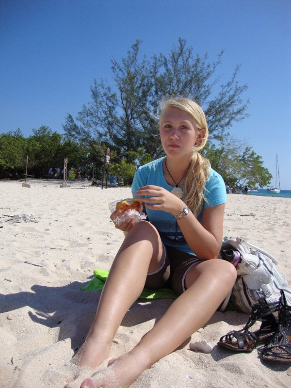 Lunch on the beach at Lime Cay