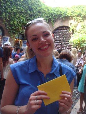 Sam_with_note_at_Verona.jpg