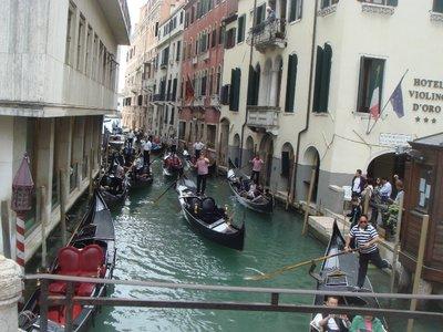 gondolier_traffic_Venice.jpg
