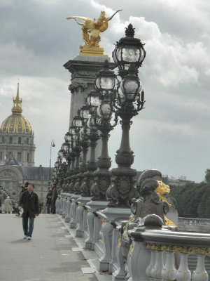 Bridge_in_Paris.jpg