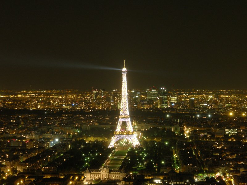 large_Eiffel_by_night.jpg