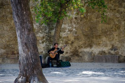 Musician at the castle of São Jorge