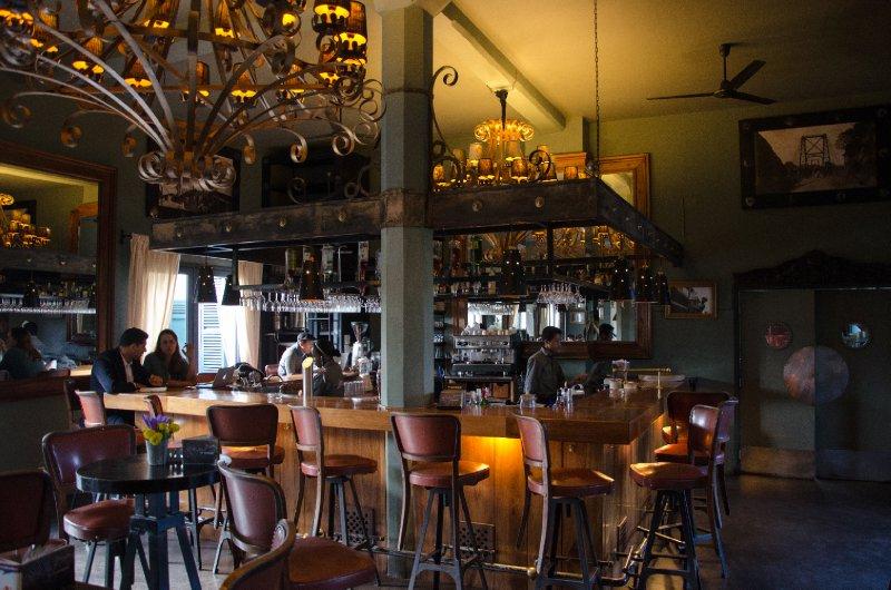 Café de la Gare, Tana